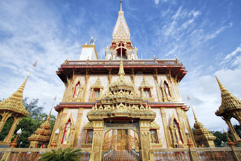 Pagoda en Chaitharam Wat Chalong Temple, Phuket, Tailandia foto de archivo libre de regalías