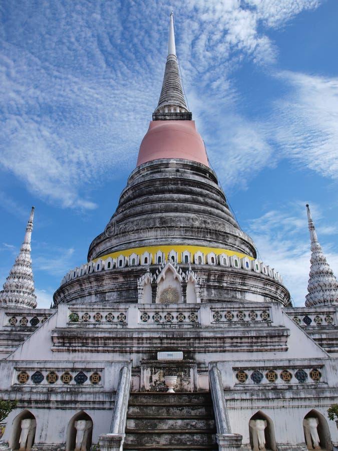 Pagoda en el templo de Phra Samut Chedi imagenes de archivo