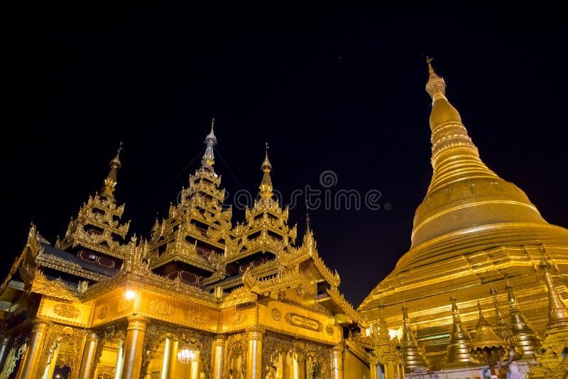 Pagoda en la noche, Rangún, Myanmar de Shwedagon foto de archivo libre de regalías