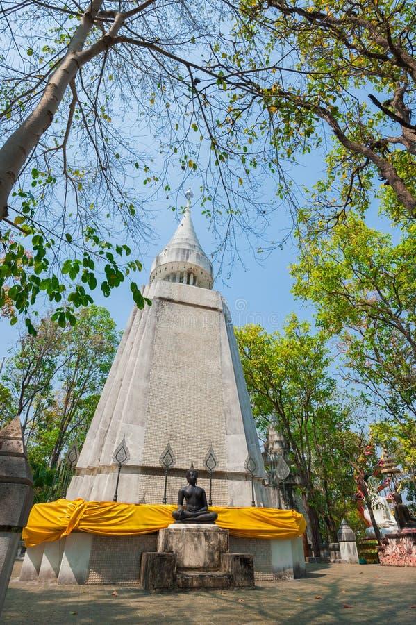 Pagoda en Wat Analayo Thipphayaram photos stock