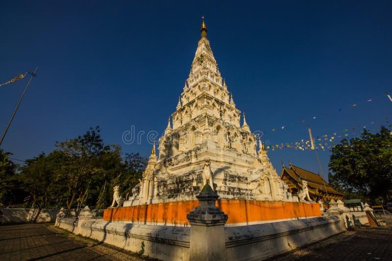 Pagoda et ciel bleu image libre de droits