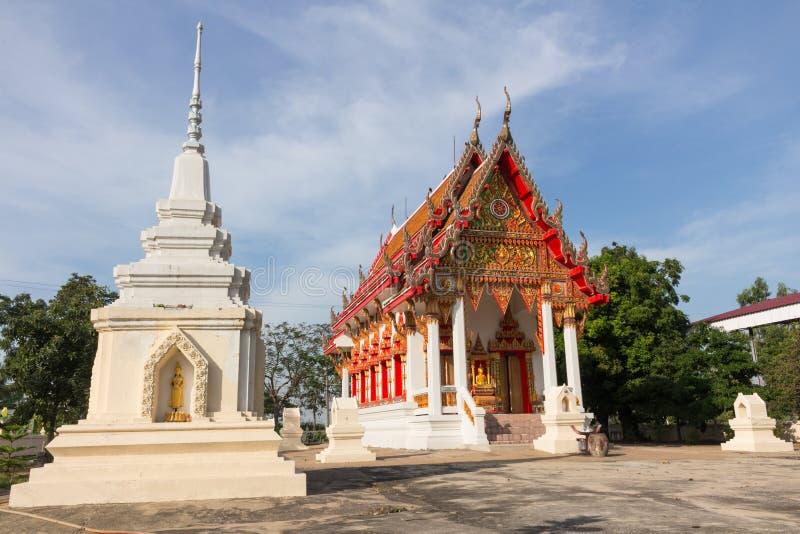 Pagoda et temple blancs chez Wat Ban Ma photos stock