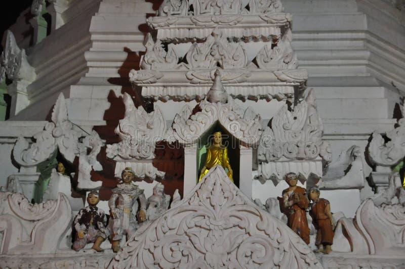 Pagoda hermosa de Shwedagon en Rangún en la noche en Myanmar fotografía de archivo libre de regalías