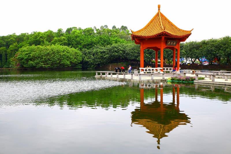 Pagoda hermosa en el centro turístico de la colina del loto de panyu, Guangzhou, China fotografía de archivo