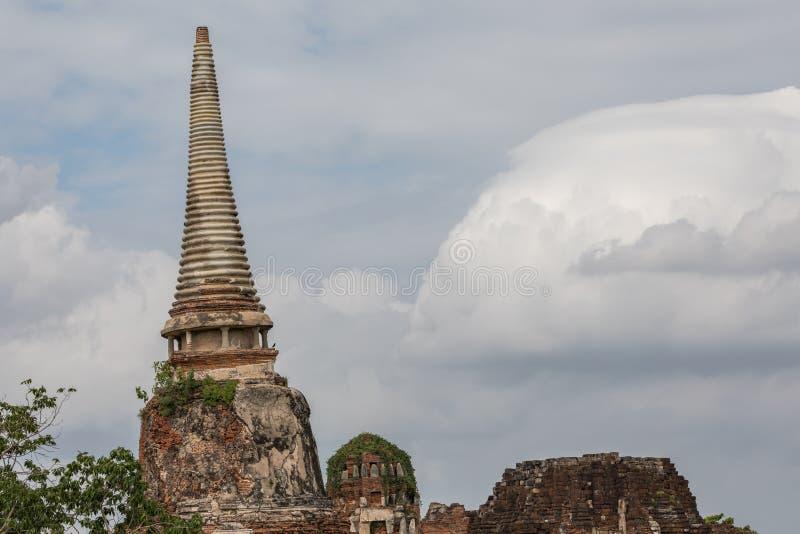 Pagoda inclinada, Wat Mahathat Temple en Phra Nakhon Si Ayutthaya imagen de archivo