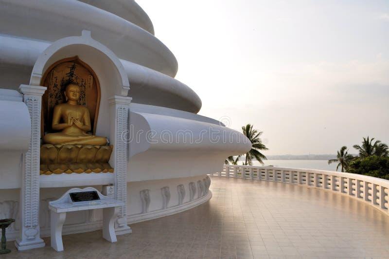 Pagoda japonesa de la paz en Rumassala, Galle, Sri imagenes de archivo