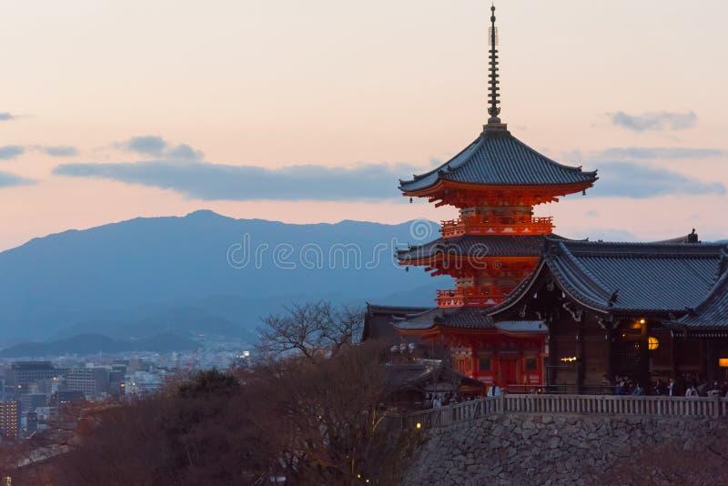 Pagoda Kiyomizu świątynia podczas zmierzchu, Kyoto, Japonia fotografia royalty free