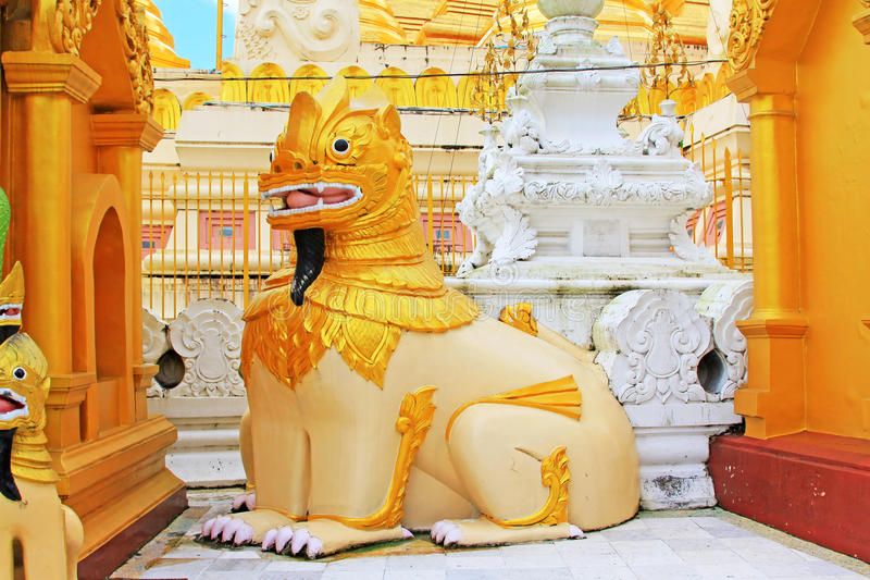Pagoda Lion Statue, Yangon, Myanmar de Shwedagon photos libres de droits