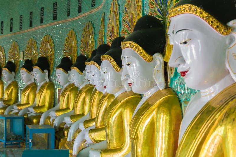 Pagoda minimum d'U Thonze, Sagaing, Myanmar images libres de droits