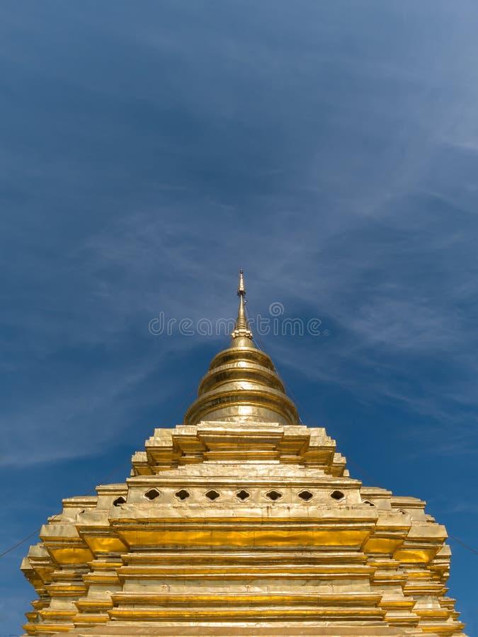 Pagoda ou Chedi au vora de lanière de Wat Phra That Sri Chom vihan dans Chiangmai photo libre de droits