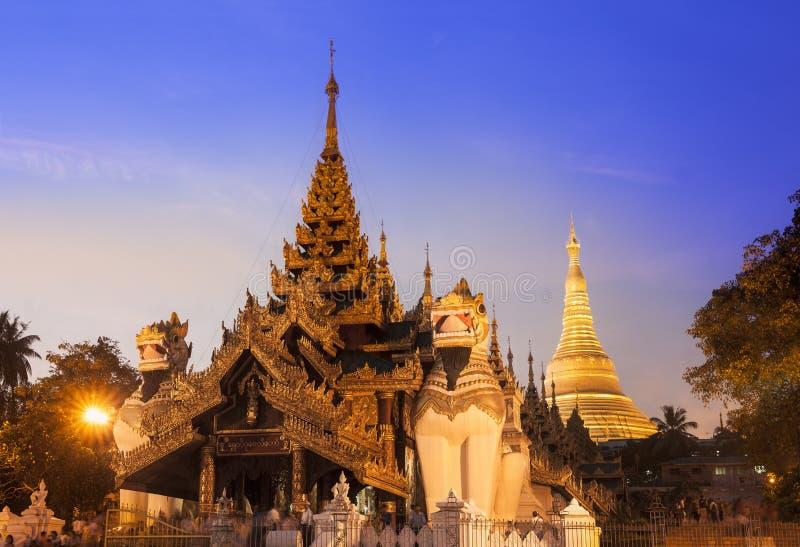 Pagoda in Rangoon, Myanmar (Birmania) di Shwedagon. fotografia stock libera da diritti