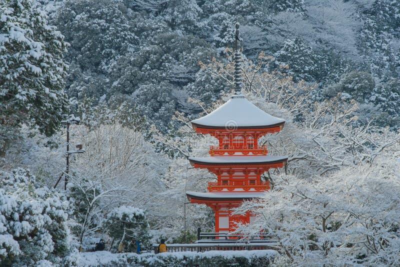 Pagoda rossa al tempio di Kiyomizu-dera fotografia stock libera da diritti