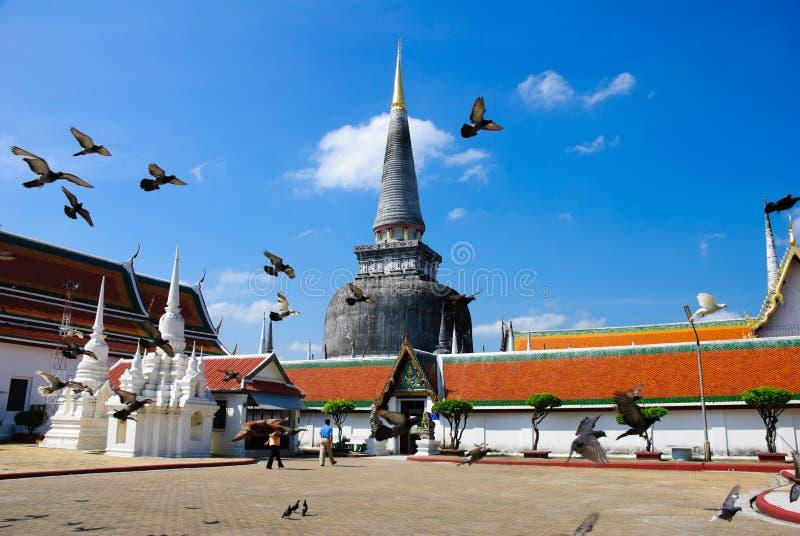 Pagoda in tempiale di Mahathat, del sud della Tailandia fotografie stock libere da diritti