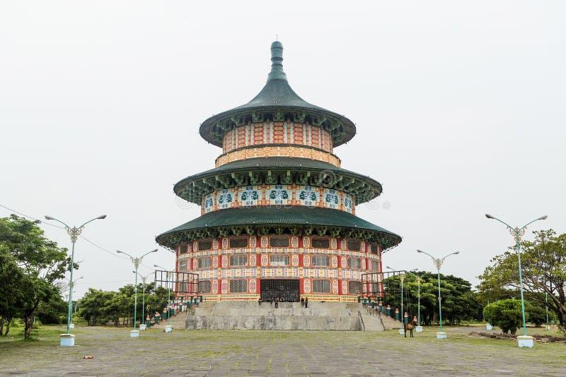 Pagoda Tian Ti di Kenjeran en Surabaya, Indonesia fotografía de archivo