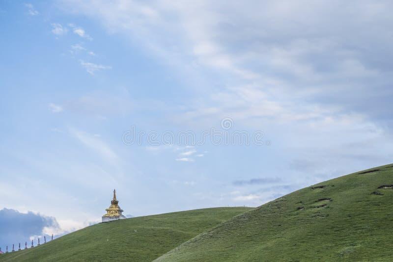 Pagoda tibétaine sur la montagne photo stock