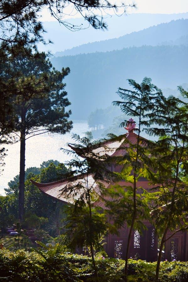 Pagoda w górach blisko Dalat fotografia royalty free
