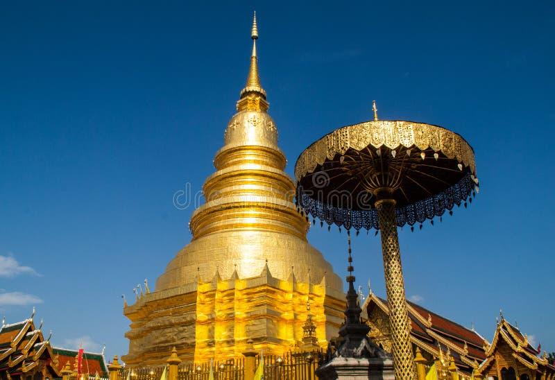 Pagoda Wat Phra That Hariphunchai imágenes de archivo libres de regalías