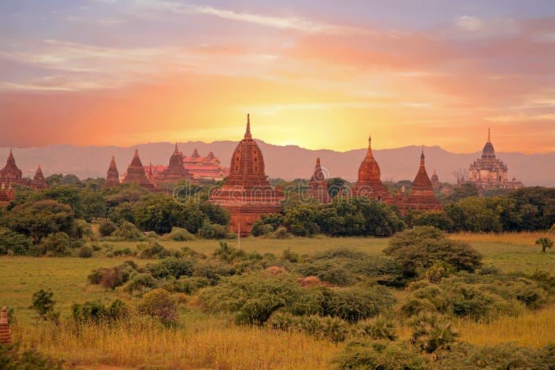 Pagodas antiguas en el campo de Bagan en Myanmar fotos de archivo libres de regalías