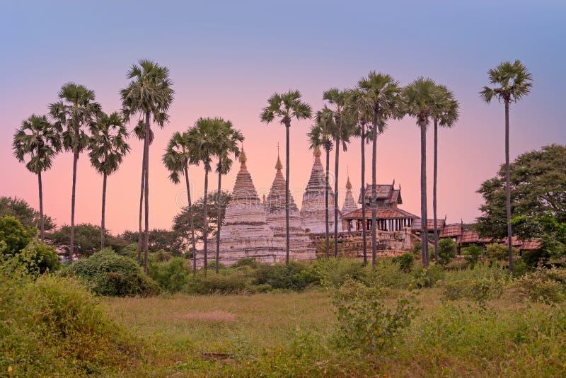 Pagodas antiguas en el campo de Bagan en Myanmar imagenes de archivo