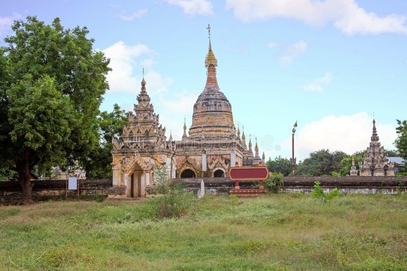 Pagodas antiguas en el campo de Bagan en Myanmar imagen de archivo libre de regalías