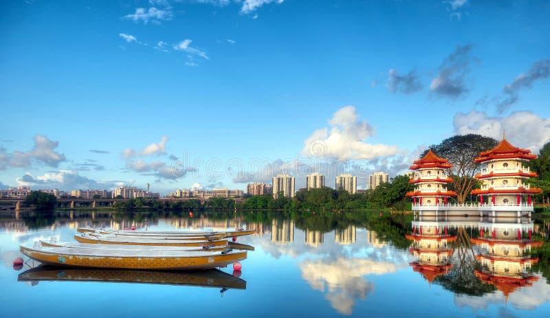 Pagodas bredvid en lake royaltyfria foton