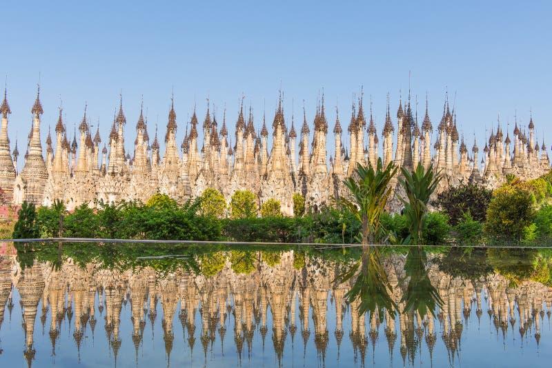 Pagodas chez Kakku images stock