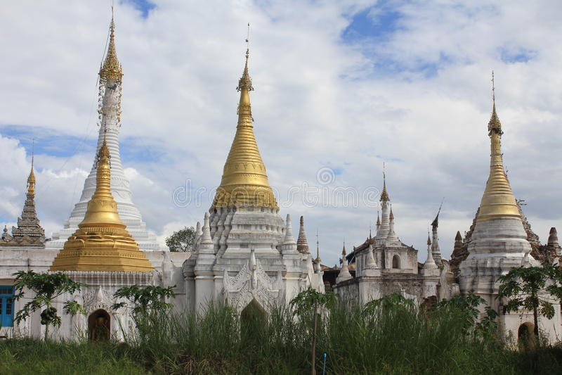 Pagodas d'or, Myanmar photo libre de droits