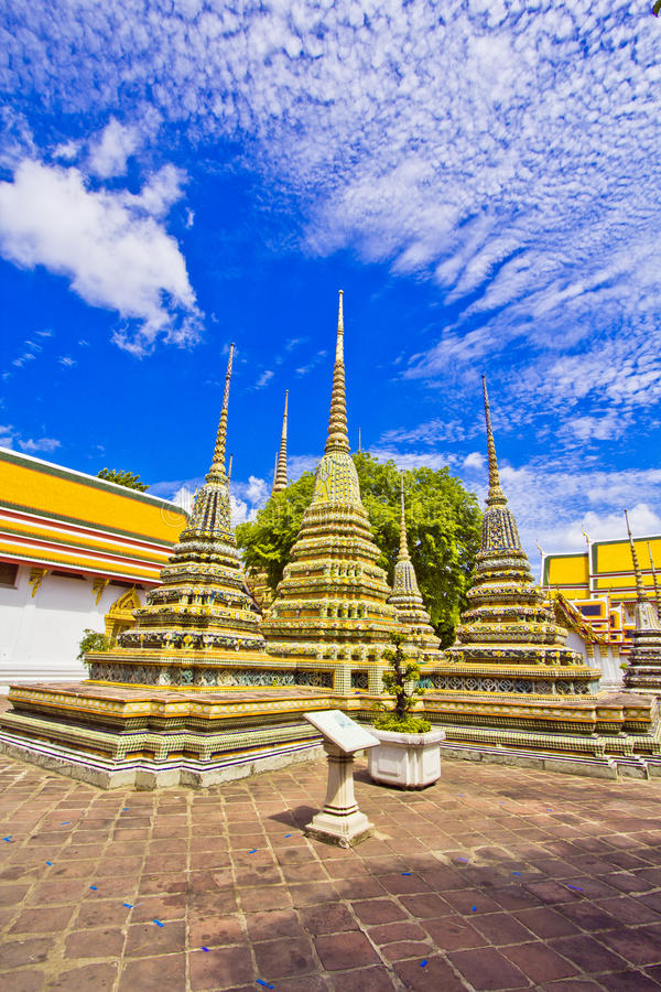 Download Pagodas Of Died People At Wat Pho Stock Photo - Image: 38297076