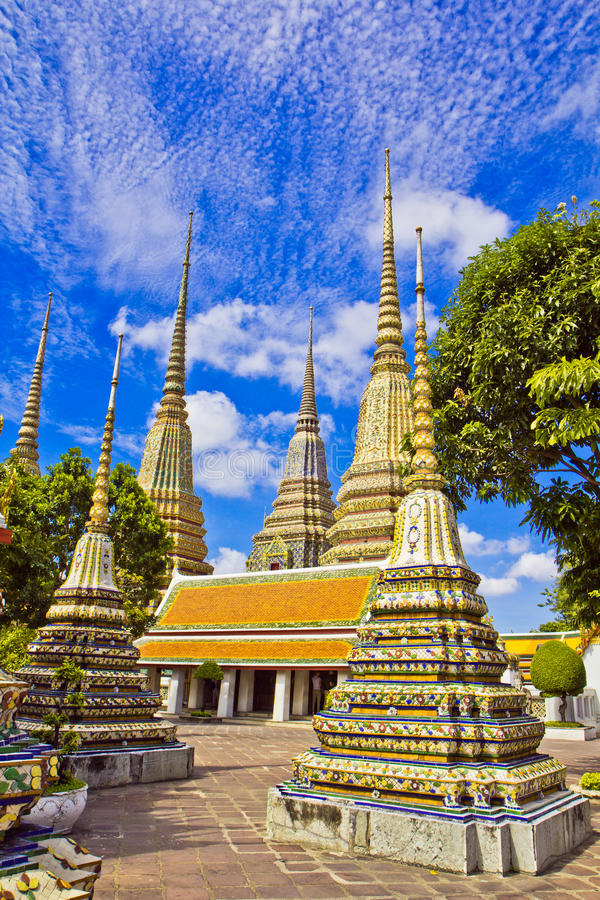 Download Pagodas Of Died People At Wat Pho Stock Photo - Image: 38297516