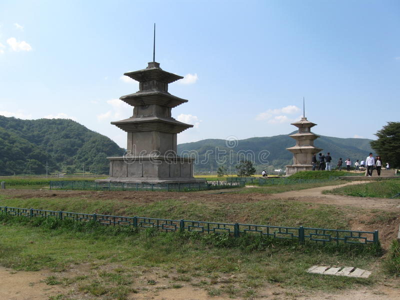 Pagodas gemelas imagen de archivo
