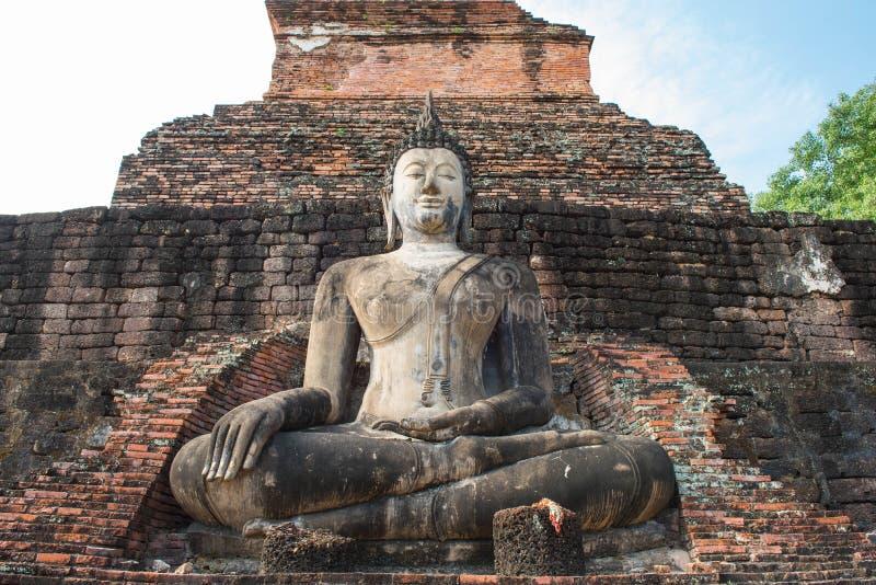 Pagode antigo e buddha grande no parque histórico de Sukhothai fotos de stock