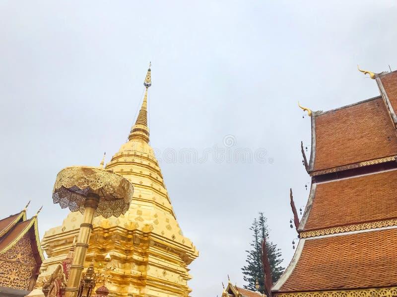Pagode bei Wat Phrathat Doi Suthep, Chiang Mai, Thailand Sch?n von der historischen Stadt am Buddhismustempel lizenzfreies stockbild