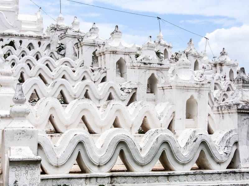 Pagode branco Myatheindan em Mandalay, Myanmar 5 fotos de stock