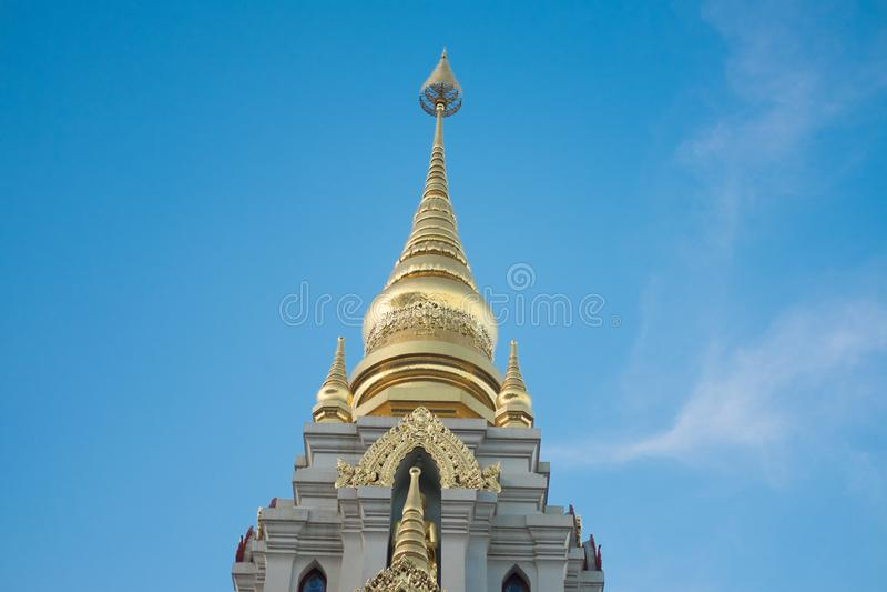 Pagode budista de Phra Boromathat Chedi em Chiang Rai Thailand fotografia de stock royalty free