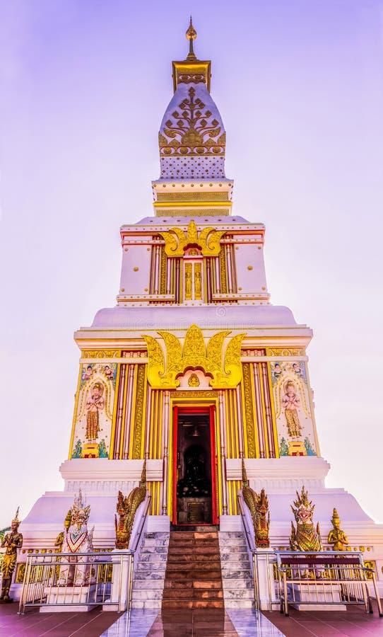Pagode budista tailandês no templo de Doi Thepnimit na cume de Patong imagens de stock