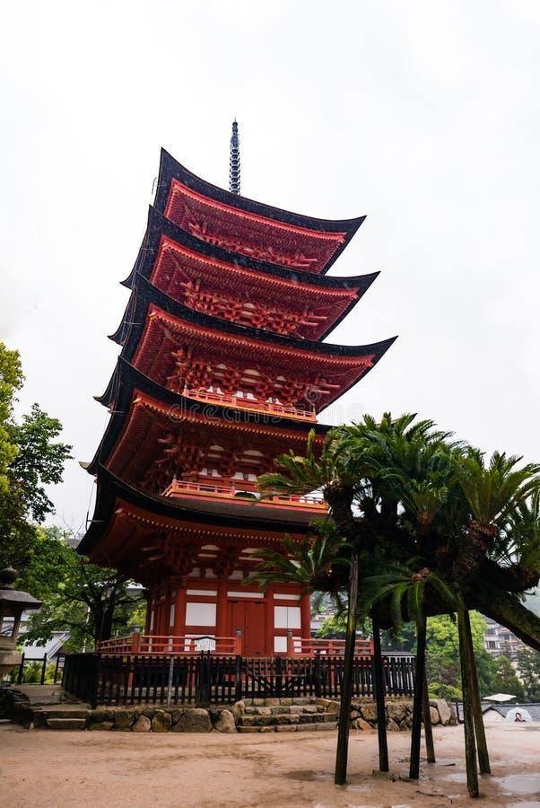 pagode Cinco-contado (Gojunoto) na ilha de Miyajima foto de stock royalty free