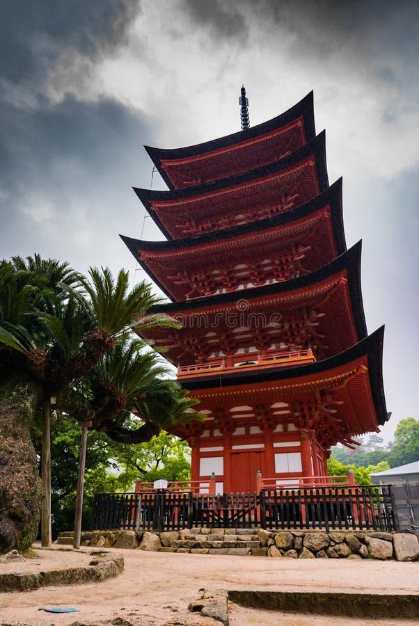 pagode Cinco-contado (Gojunoto) na ilha de Miyajima imagens de stock