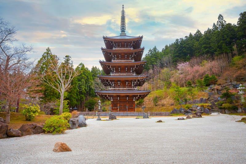 Pagode cinco contado no templo budista de Seiryu-ji em Aomori, Jap?o foto de stock