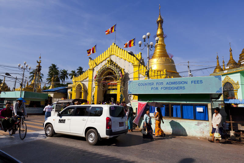 Pagode de Botataung em Yangon do centro, Myanmar fotografia de stock