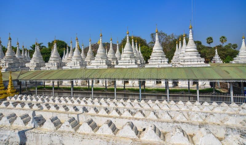 Pagode de Kuthodaw em Mandalay, Myanmar imagem de stock