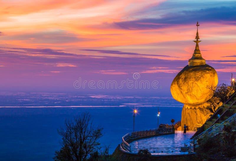 Pagode de Kyaikhtiyo em Myanmar imagens de stock