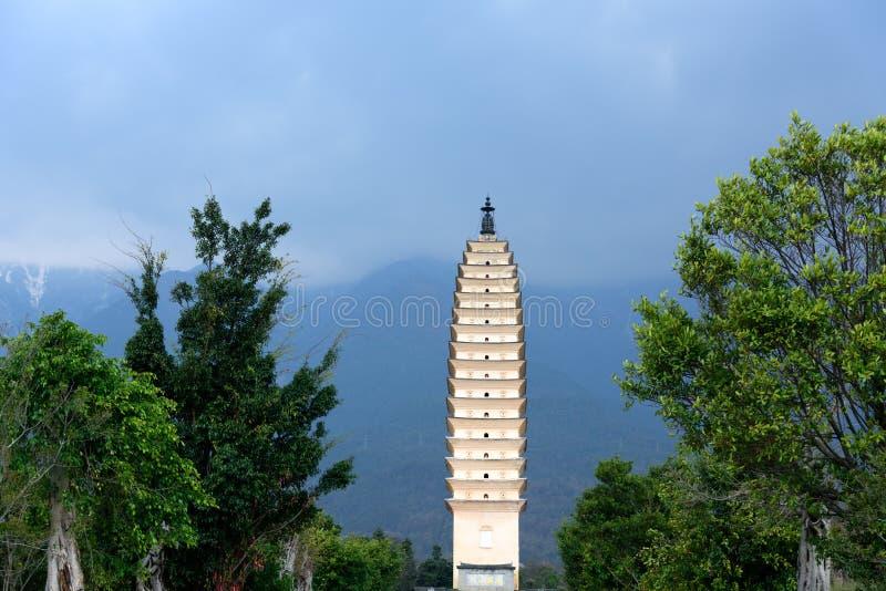 Pagode de Qianxun do templo de Chongsheng em Dali, província de Yunnan imagem de stock