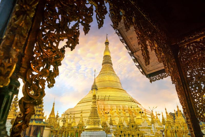 Pagode de Shwedagon em Yangon, Myanmar foto de stock