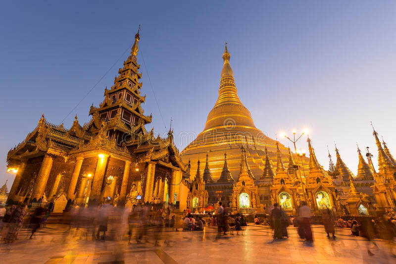 Pagode de Shwedagon em Yangon no alvorecer imagens de stock