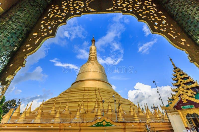 Pagode de Shwemawdaw o pagode o mais alto em Myanmar fotografia de stock royalty free