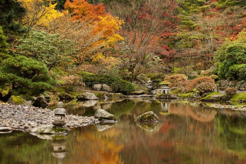 Pagode do jardim da água de Japão foto de stock