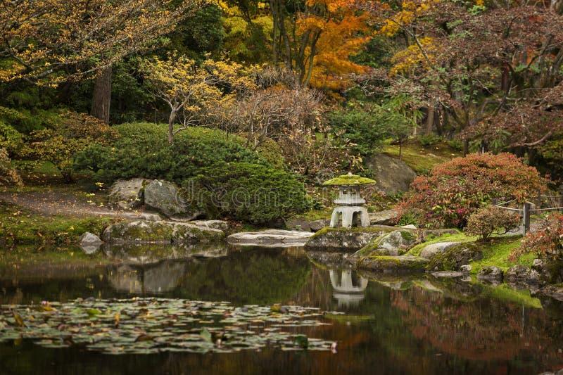 Pagode do jardim da água de Japão imagem de stock