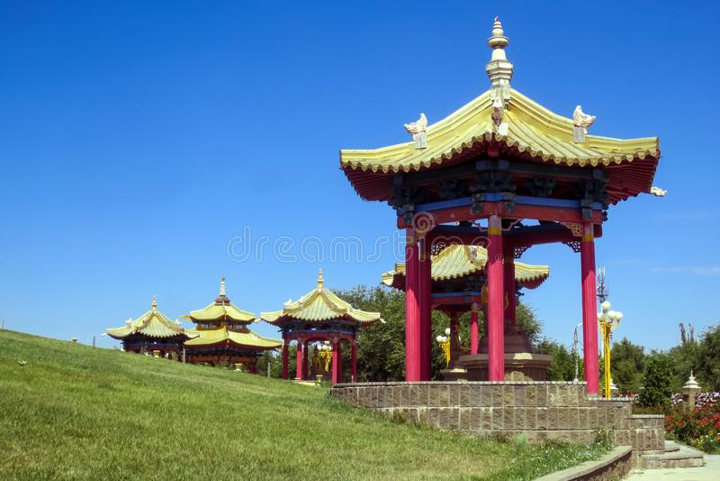 Pagode, domicílio dourado da Buda Shakyamuni, templo budista em Elista fotos de stock royalty free
