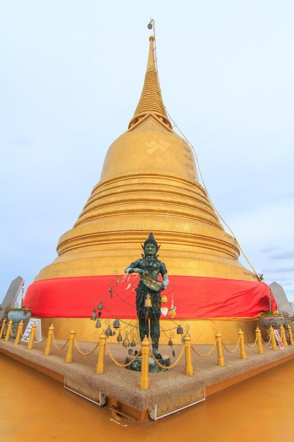 Pagode dourado de Wat Saket Temple/marco público em Tailândia imagens de stock royalty free