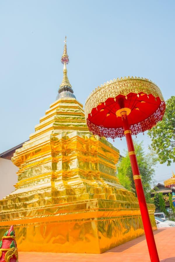 Pagode dourado do templo tailandês fotografia de stock royalty free